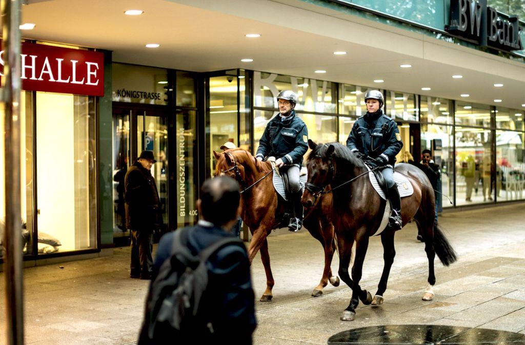 Auf Streife in der Stadt: So ruhig geht es bei Einsätzen der Reiterstaffel selten zu. Foto: Lichtgut/Max Kovalenko