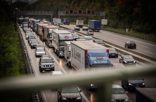 Schwere Unfälle und Vollsperrung auf der A8