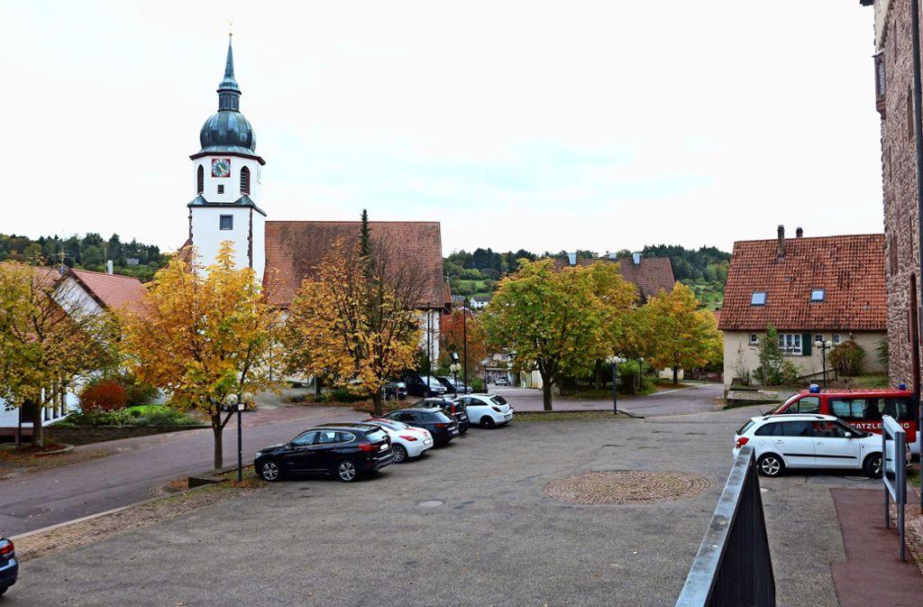 Der Schlosshof wird fast ausschließlich als Parkplatz genutzt. Foto: Andreas Gorr