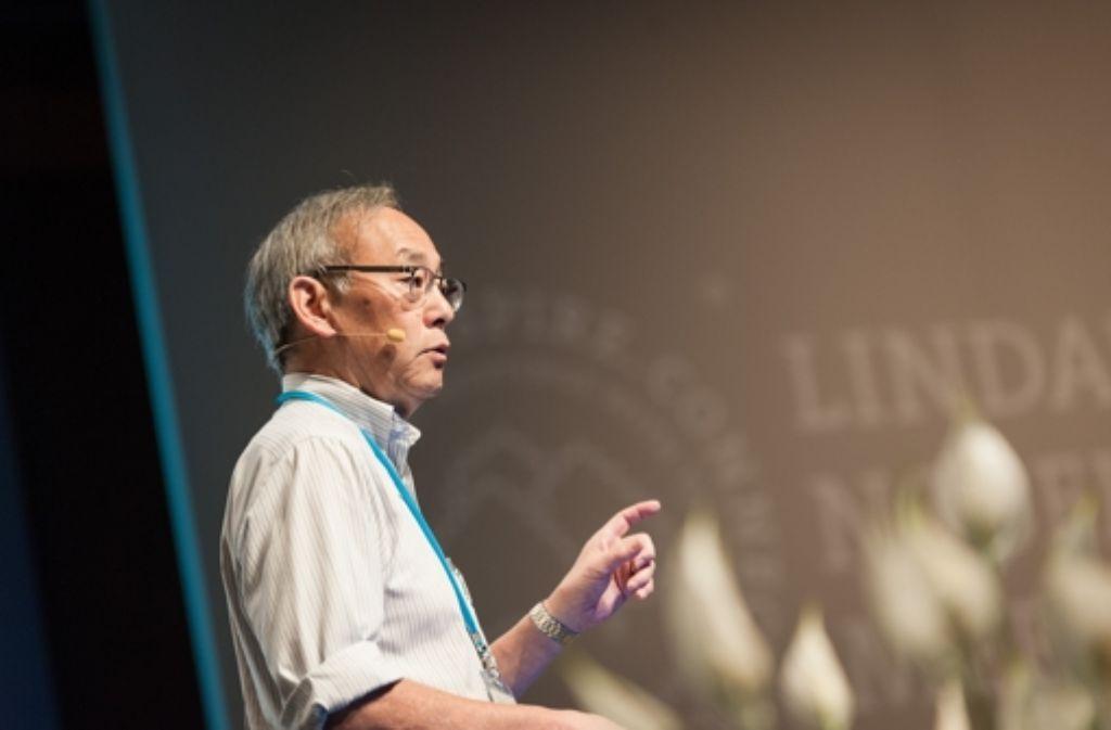 Viel Beifall erhielt Steven Chu in der Inselhalle in Lindau. Foto: Adrian Schroeder