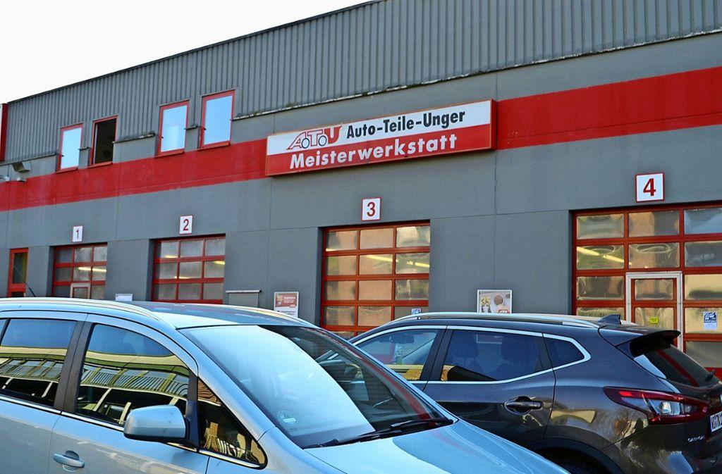 Die ATU-Filiale in Bernhausen ist derzeit im Notbetrieb geöffnet. Der Shop bleibt allerdings geschlossen. Foto: Wiebke Wetschera