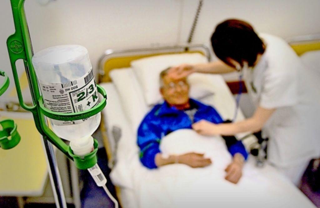 Die Pflege steht vor Herausforderungen – ein neuer Studiengang soll die Fachkräfte der Zukunft darauf vorbereiten. Foto: factum/Archiv
