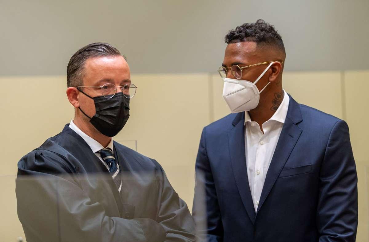 Jérôme Boateng (rechts) mit seinem Anwalt Kai Walden Foto: dpa/Peter Kneffel