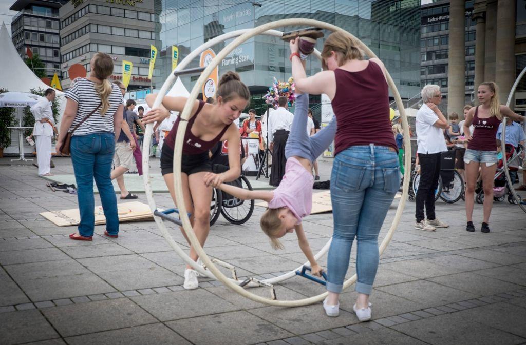 Spiel, Spaß und Spannung auf dem Schlossplatz: das Stuttgarter Zeitung Kinder- und Jugendfestival lockt am Wochenende in die Stuttgarter Innenstadt. Foto: Lichtgut/Achim Zweygarth