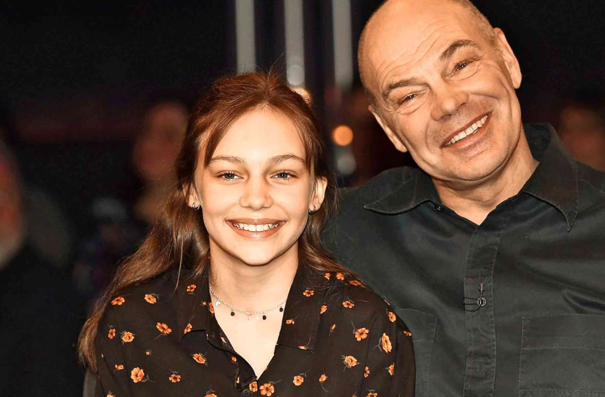 Papa passt noch auf: Lilly Stoephasius Foto: imago/Future Image/Clemens Niehaus