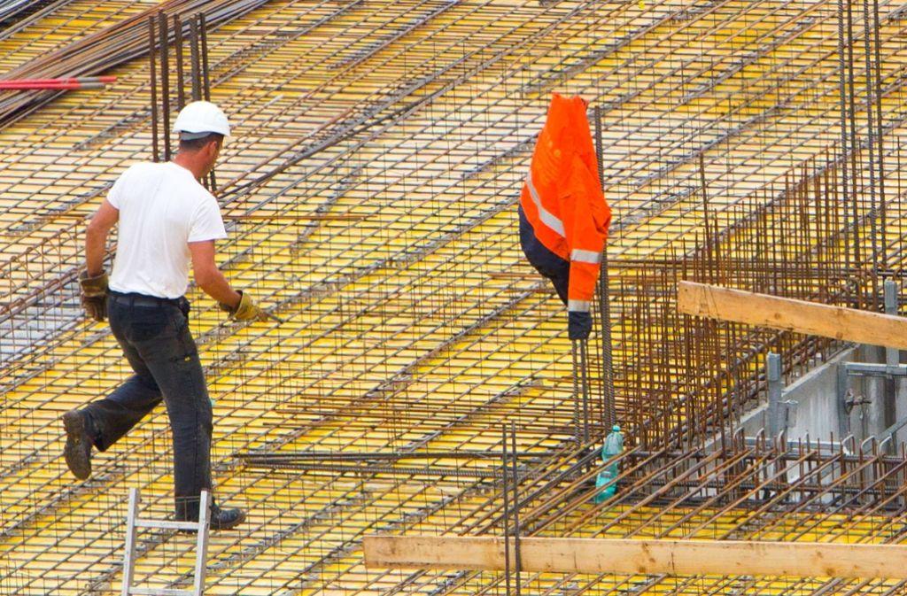 Baubetriebe sind Pflichtmitglied in der IHK. Gerade die Zwangsmitgliedschaft ist ein permanenter Streitpunkt in der Kammer. Foto: dpa-Zentralbild