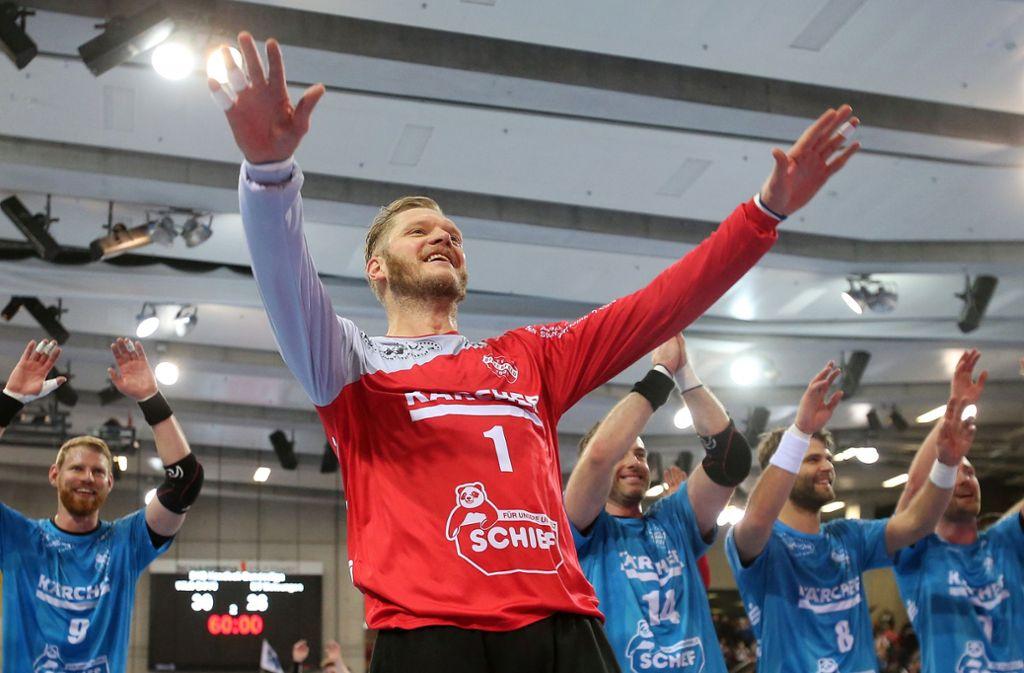 Torhüter Johannes Bitter feiert mit dem TVB Stuttgart den Sieg über MT Melsungen. Foto: Baumann