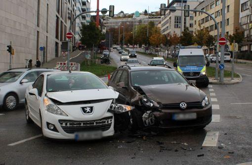 Rotlicht missachtet – Unfall nahe Milaneo fordert drei Verletzte