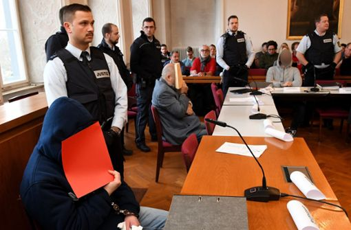 Tumulte im Gerichtssaal bei Prozess um Dreifachmord