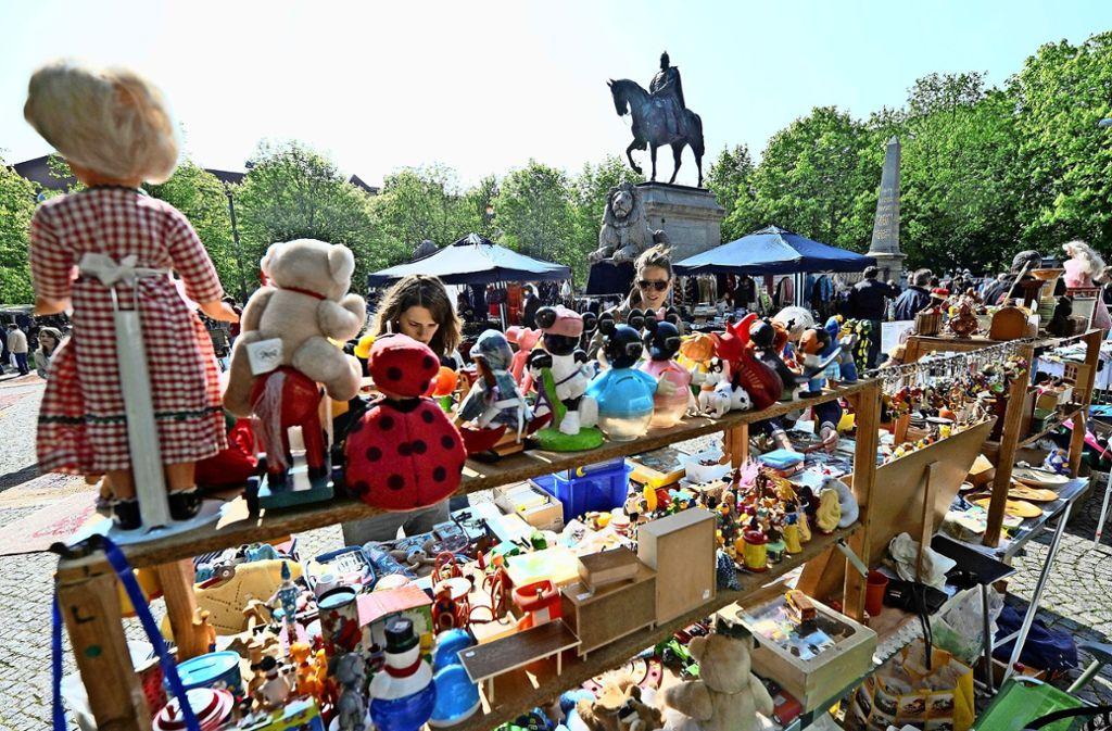Schlendern, Schauen, Shoppen –  darauf müssen   Flohmarkt-Liebhaber seit dem  7. März verzichten. Foto: picture alliance / dpa/Marijan Murat