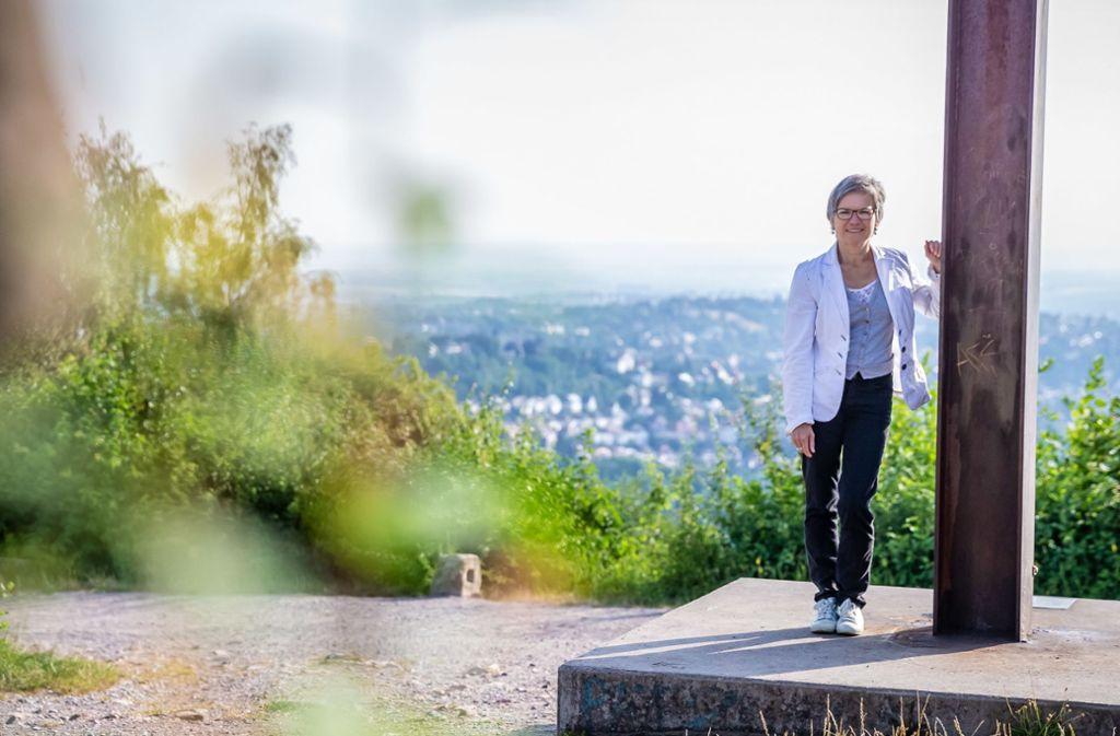 Pfarrerin Astrid Riehle auf dem Birkenkopf. Foto: Lichtgut/Julian Rettig
