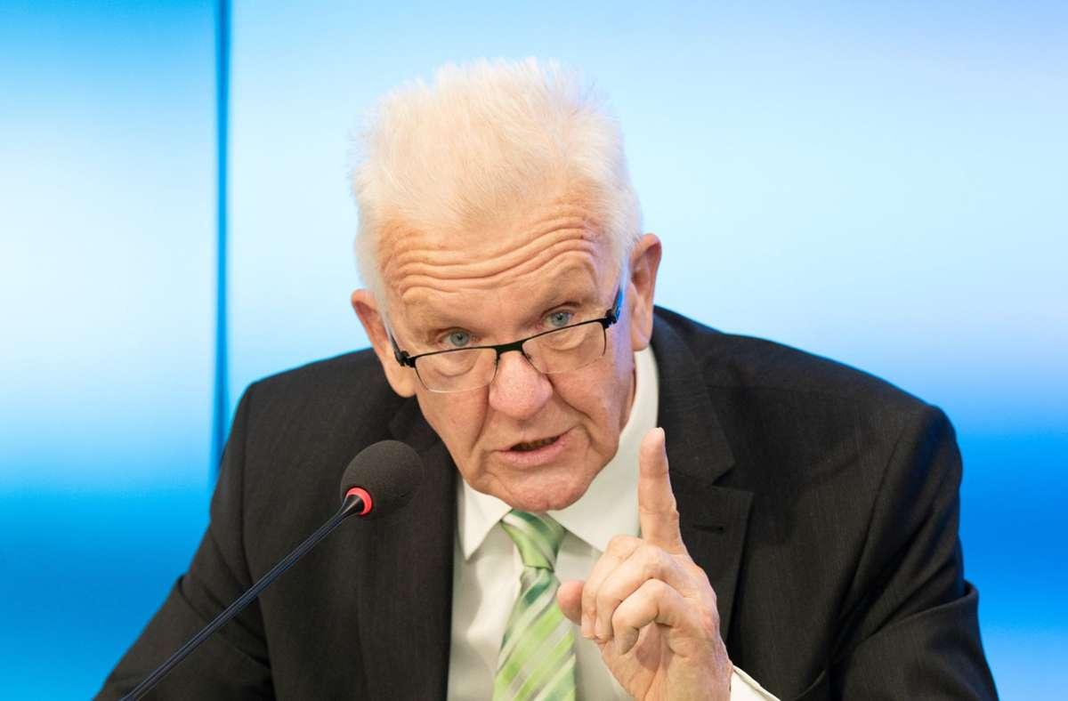 Winfried Kretschmann (Grüne) sieht auf Bundesebene einen Regierungsauftrag für seine Partei. (Archivbild) Foto: dpa/Bernd Weissbrod