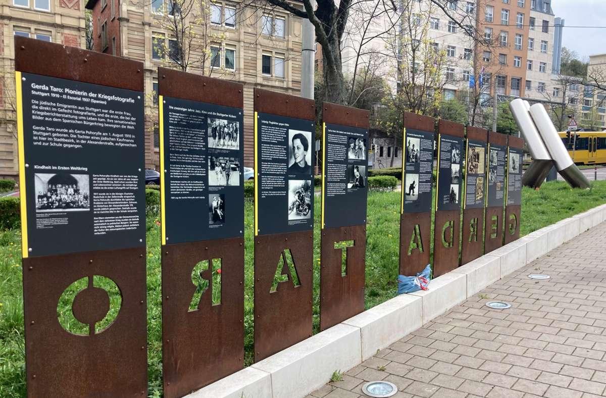 Inzwischen sind die Tafeln am Taro-Platz wieder gereinigt. Foto: Martin Haar