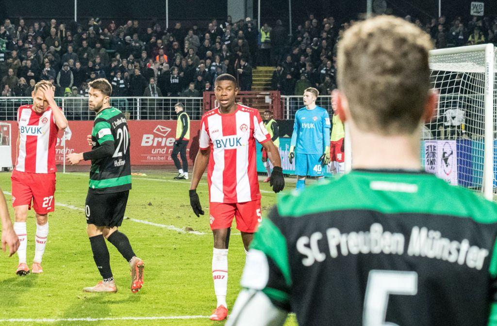 Leroy Kwadwo wurde am Freitag im Stadion rassistisch beleidigt. Foto: dpa/Carsten Pöhler