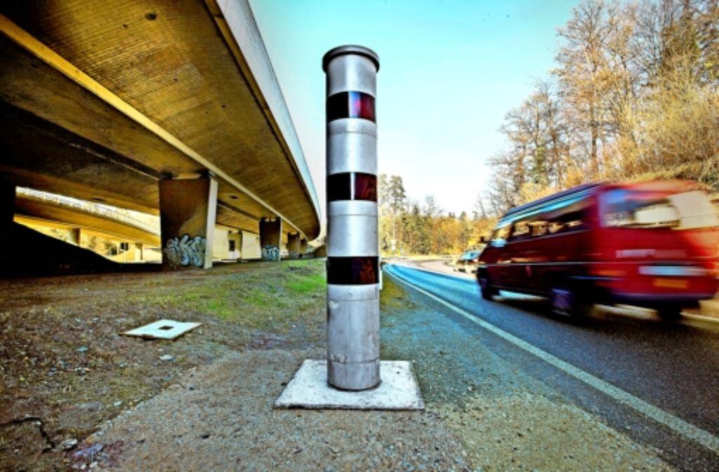 Die Messsäulen am Schattenring registrieren in Stuttgart die meisten Raser. Foto: Steinert