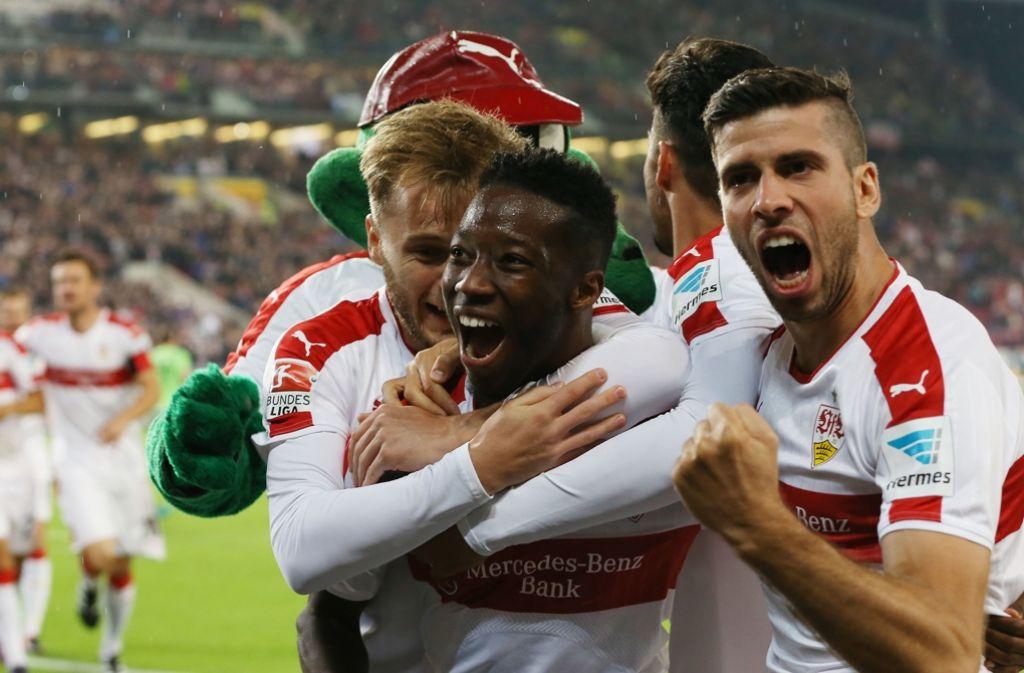 Der Doppeltorschütze Carlos Mané (Mitte) gab den Fans im Netz reichlich Gründe zur Freude. Foto: Baumann