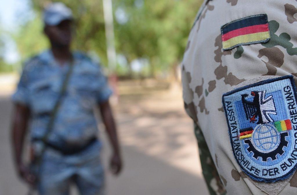 Deutsche Soldaten werden immer weiter in die kriegsähnlichen Zustände in Mali verstrickt. Foto: dapd