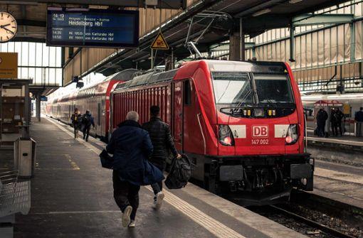 24-Jähriger bedroht Reisende mit Messer