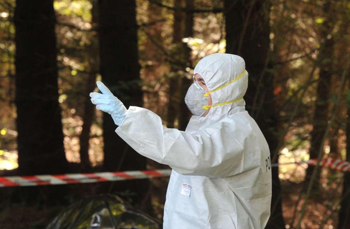 Die Ursache für den Tod eines Paares im Wald bei Ölbronn wird untersucht. (Symbolbild) Foto: dpa/Stefan Puchner