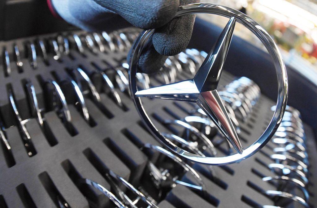 Auch die Marke mit dem Stern ist vom Branchenumbruch betroffen: Wie Daimler sparen will. Foto: dpa