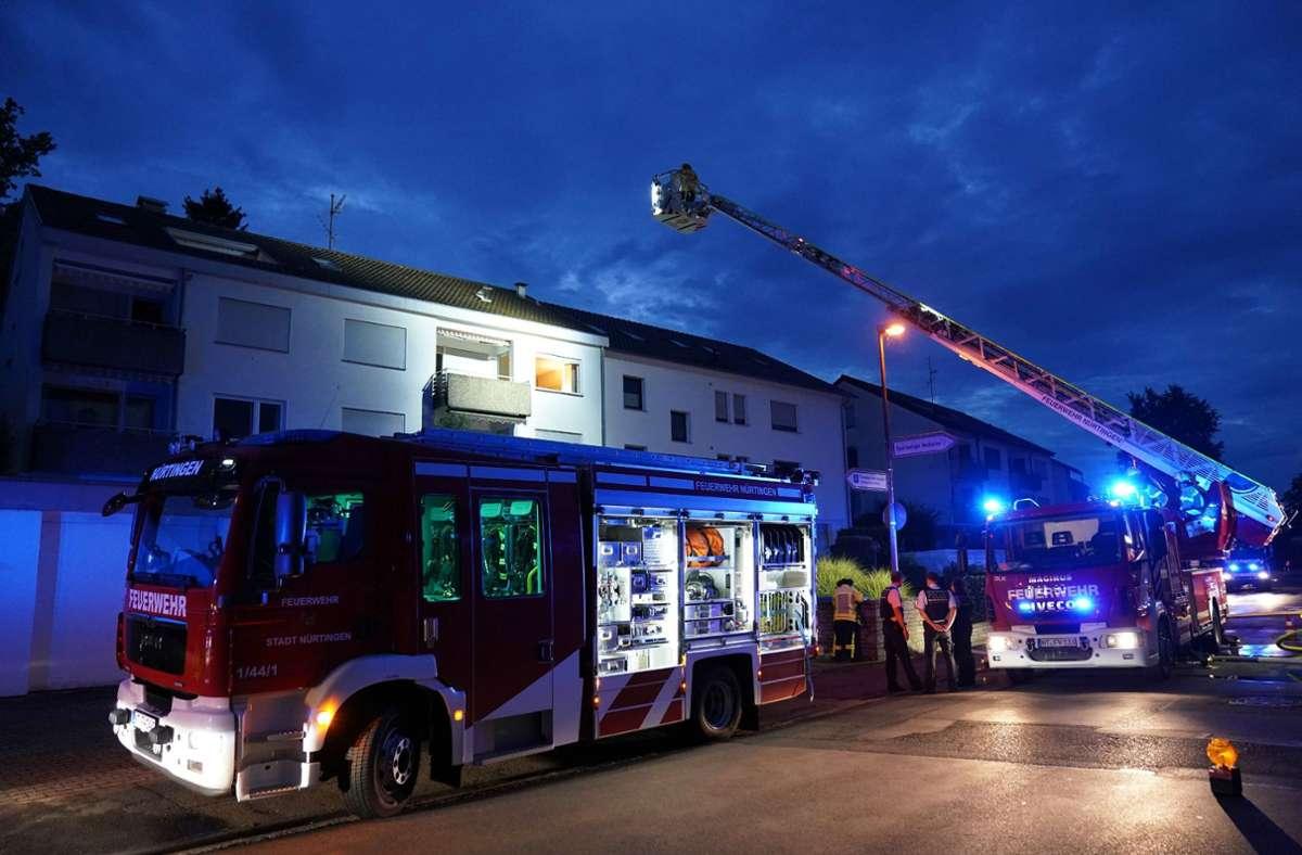 In Nürtingen ist die Feuerwehr am Dienstagmorgen wegen eines Brandes in einem Mehrfamilienhaus ausgerückt. Foto: SDMG/Kohls