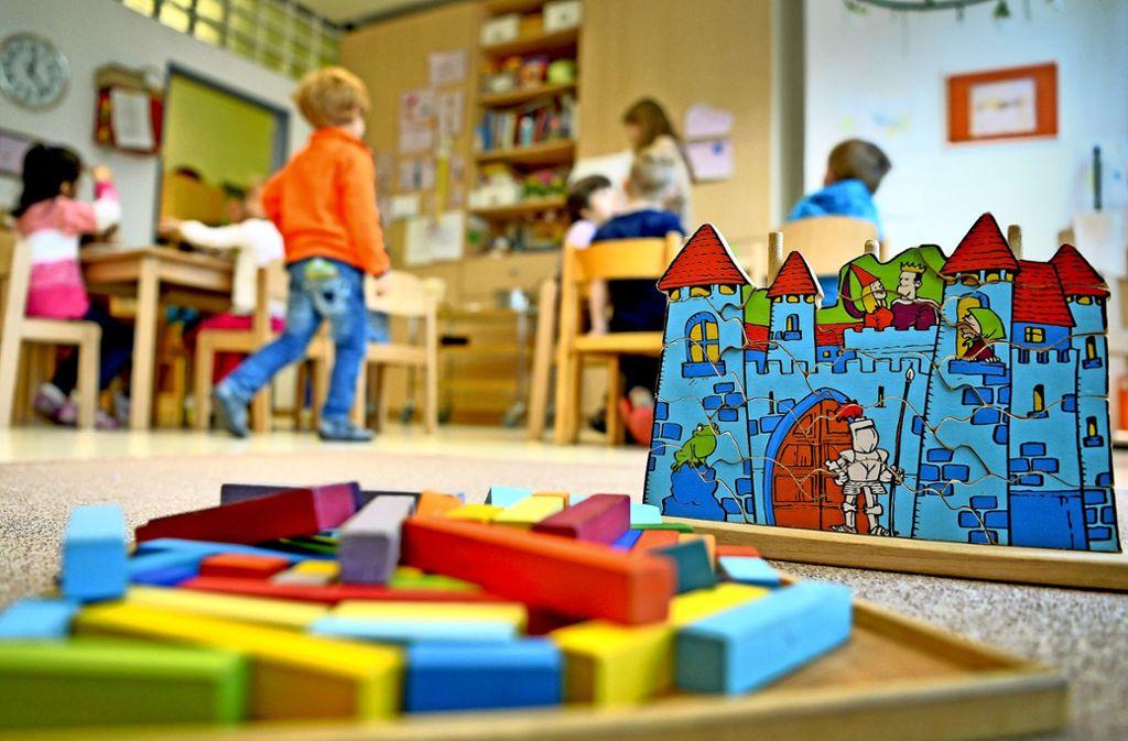 Kinderbetreuung ist gefragt. Doch neue Gruppen kommen nicht zustande, weil es an Fachkräften fehlt. Foto: dpa