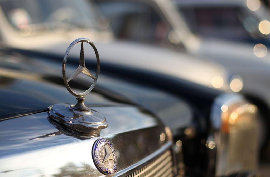 Der berühmte Mercedes-Stern ist in jedem Werbeclip der Firma zu sehen. Foto: Shutterstock/Marko88