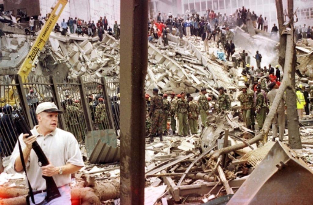 Terror als Lesespaß: In der Welt des Privatdetektivs Joe ist Osama Bin Laden nur eine Pulpfigur, ein Strippenzieher in Groschenromanen,der überall auf der Welt Bomben hochgehen lassen kann. Niemand bringt das mit der Wirklichkeit in Verbindung.  Lebt Joe in einem anderen Universum – oder in einer Simulation? Foto: AFP