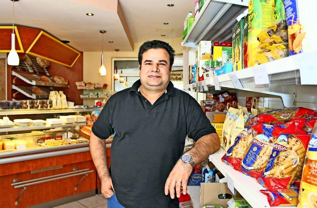 Sieben Tage die Woche verkauft Mehmet Ceri Lebensmittel. Foto: Caroline Holowiecki