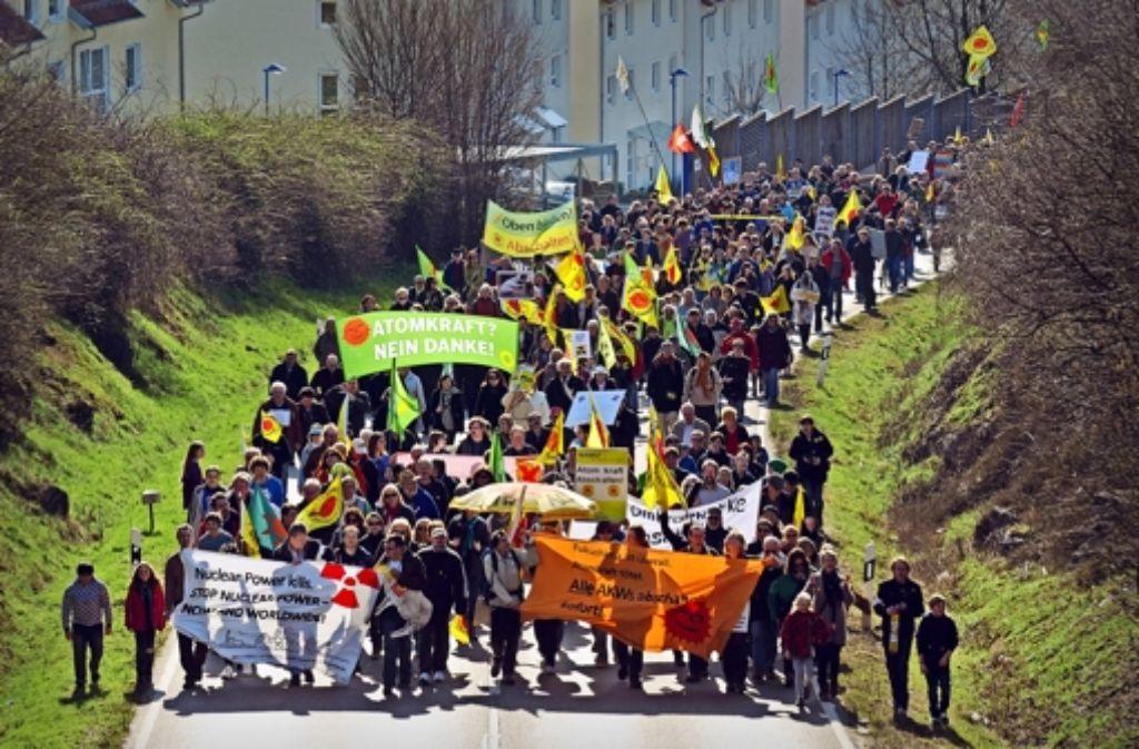 Demonstrationen wie diese  hier vor zwei Jahren in Neckarwestheim haben einen 59-Jährigen in Bedrängnis gebracht: Seine Aktivitäten wurden behördlich dokumentiert. Foto: dpa