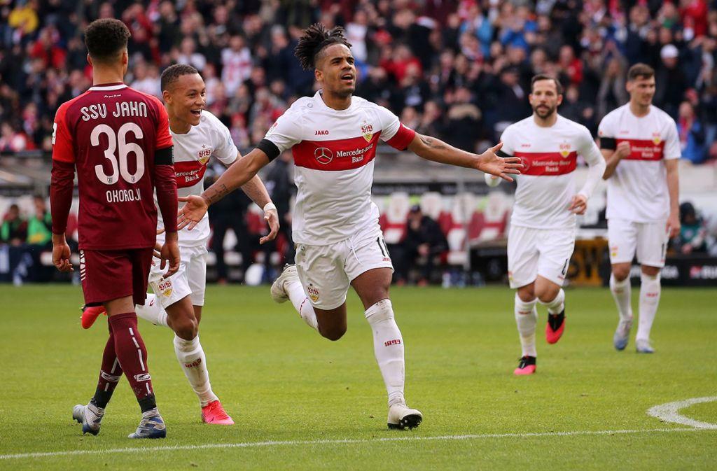 VfB-Kapitän Daniel Didavi erzielte mit einem sehenswerten Freistoßtor die Führung für die Schwaben. Foto: Pressefoto Baumann/Julia Rahn