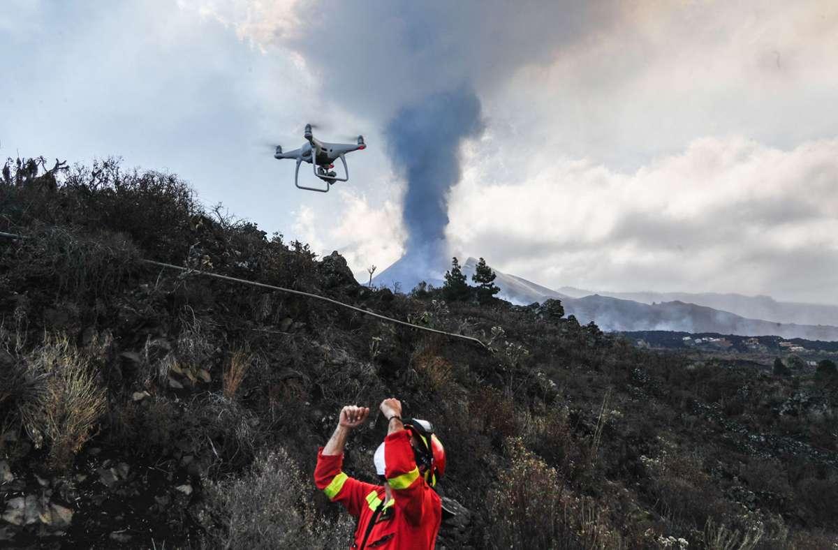 Der Vulkan im Süden der Insel La Palma, die bei Touristen bisher weniger bekannt war als andere Kanareninseln wie Teneriffa, Fuerteventura, Gran Canaria oder Lanzarote, war am 19. September erstmals seit 50 Jahren wieder ausgebrochen. Foto: AFP/LUISMI ORTIZ