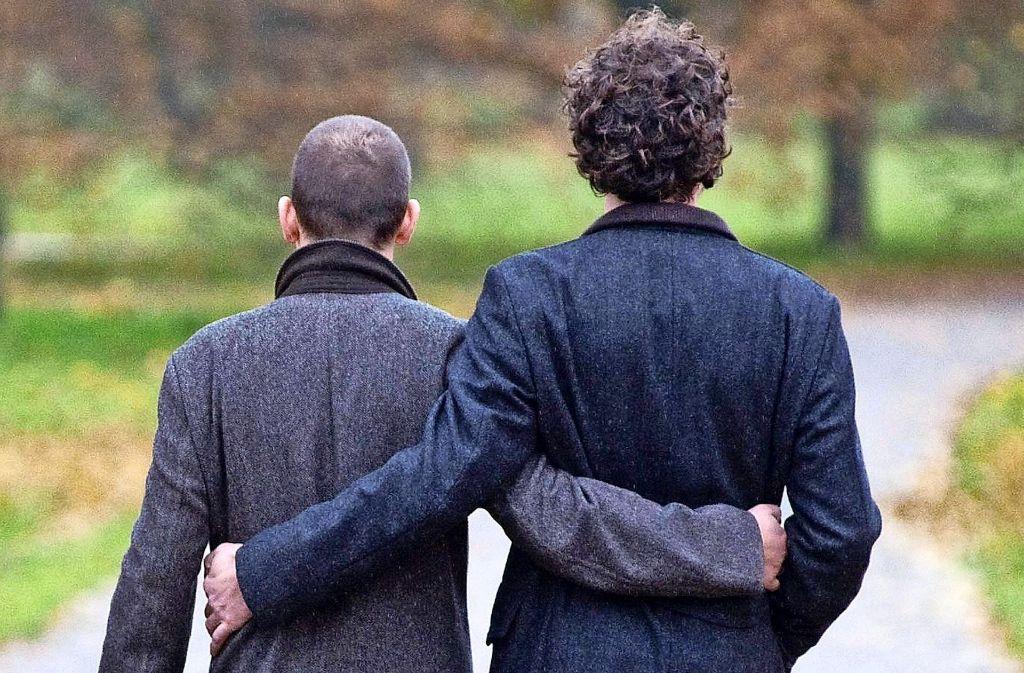 """Die Landeskirche lässt die Segnung homosexueller Paare derzeit nicht zu. Lediglich   im Rahmen seiner """"seelsorgerischen Begleitung""""  kann ein Pfarrer einen Segen aussprechen. Foto: dpa"""