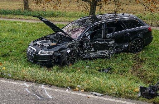 Kind leicht, Taxifahrer schwer verletzt
