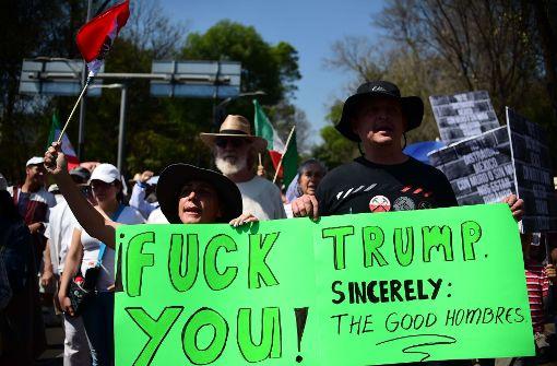Tausende Mexikaner gehen gegen Donald Trump auf die Straße