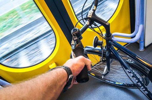 Stadtbahnfahrer wird beleidigt und angespuckt   - Zeugen gesucht