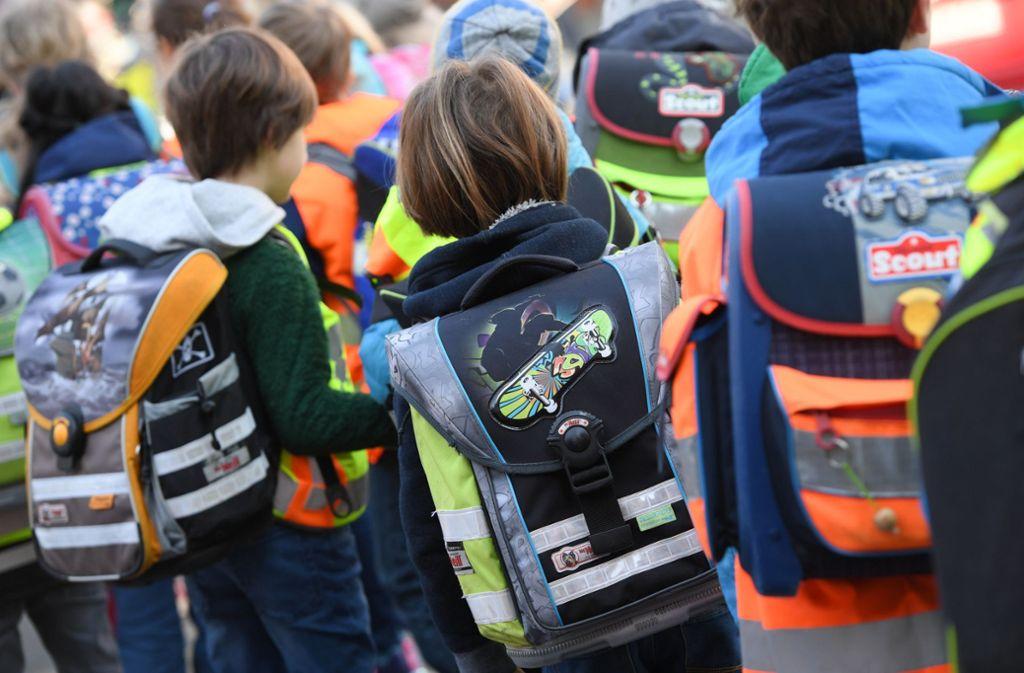 Längst nicht alle Schüler der Kemnater Pfingstweideschule, die eine verlässliche Betreuung benötigen, haben auch einen Platz (Symbolbild). Foto: Arne Dedert/dpa