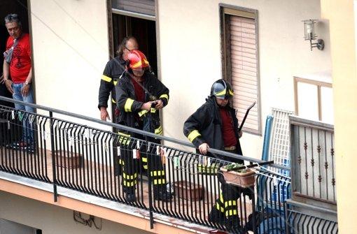 Mann schießt von seinem Balkon aus auf Passanten und Polizisten