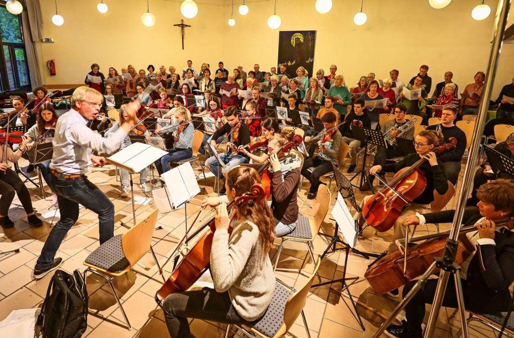 Die Instrumentalisten haben vielfach getrennt von den Darstellern   geprobt. Foto: factum/