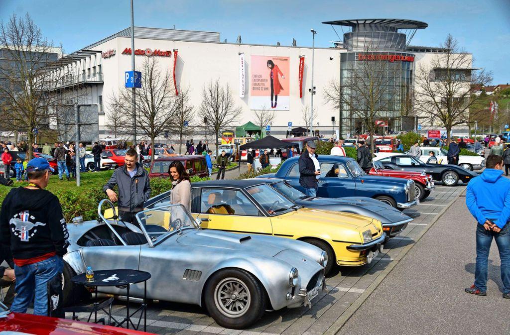 Alte Autos und Einkaufsmöglichkeit: Jahrelang war das Breuningerland in Ludwigsburg Ziel der Oldtimer-Sternfahrt. Damit ist Schluss. Foto: Andreas Rosar/Archiv