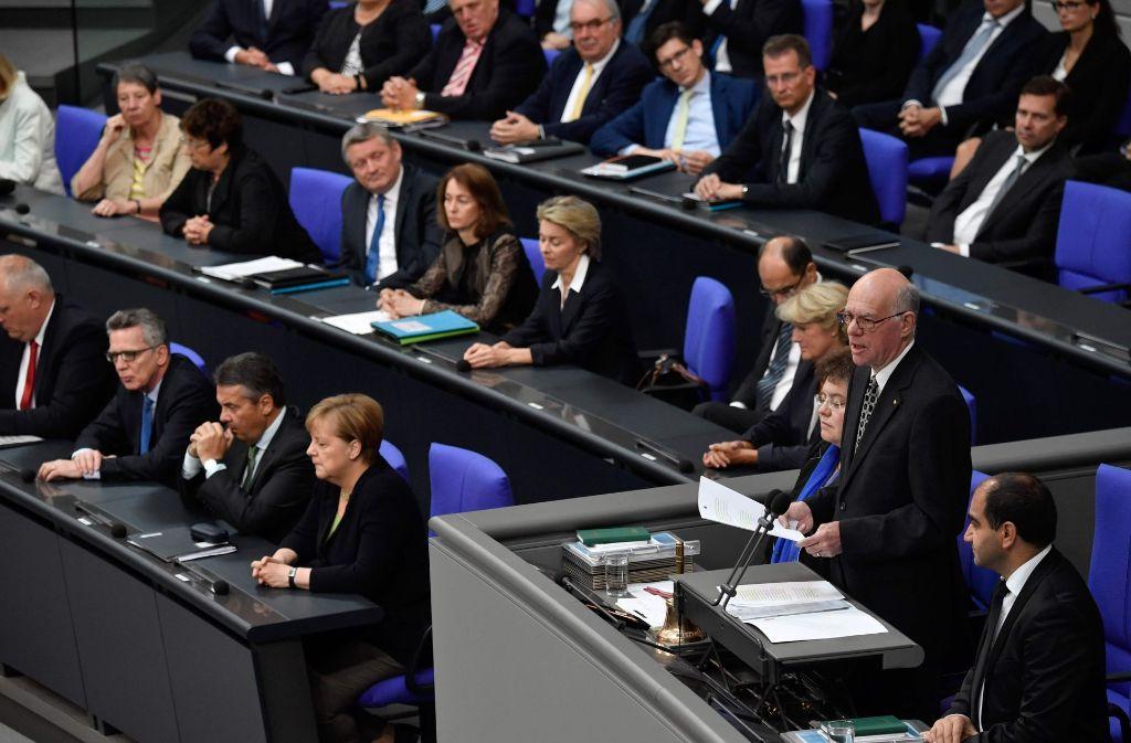 Bundestagspräsident Norbert Lammert erinnerte auch an Niederlagen und Schwächen des ehemaligen Bundeskanzlers in einer Gedenkfeier des Bundestags. Foto: AFP