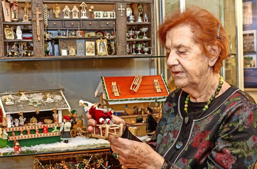 Gerti Michl aus Ditzingen sammelte 20 Jahre lang für ihren Mini-Weihnachtsmarkt. Mehr Fotos finden Sie in unserer Bildergalerie. Klicken Sie sich durch. Foto: