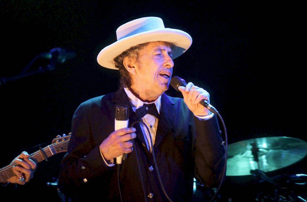 Bob Dylan bei einem Auftritt im Jahr 2012 – jetzt lässt er sich nicht mehr fotografieren Foto: dpa