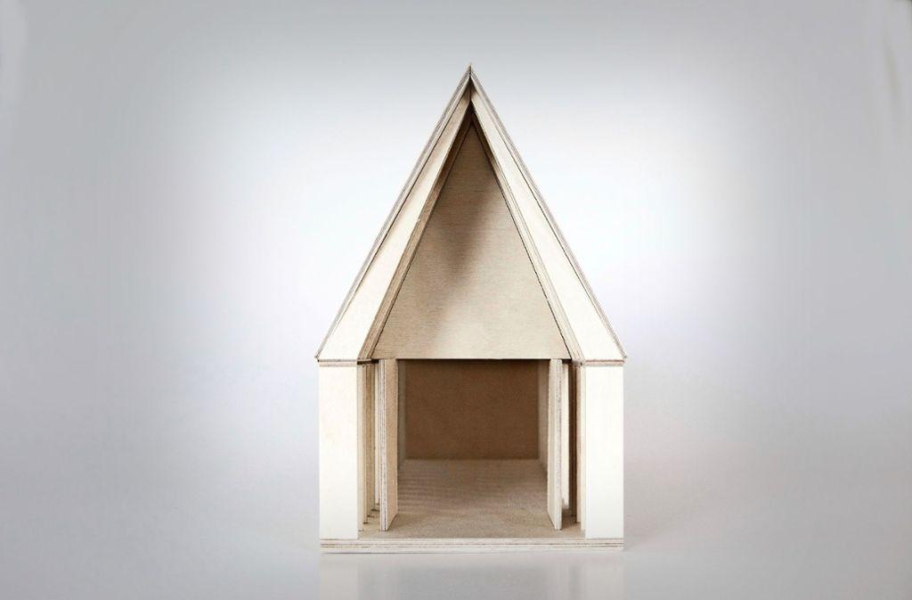 Die schlichte Kapelle soll aus Weißtanne gefertigt werden. Im Inneren ist keine Bestuhlung geplant, sondern eine große Tafel. Der Entwurf stammt von dem renommierten Architekturbüro Dietrich/Untertrifaller. Foto: Architekturbüro Dietrich/Untertrifaller