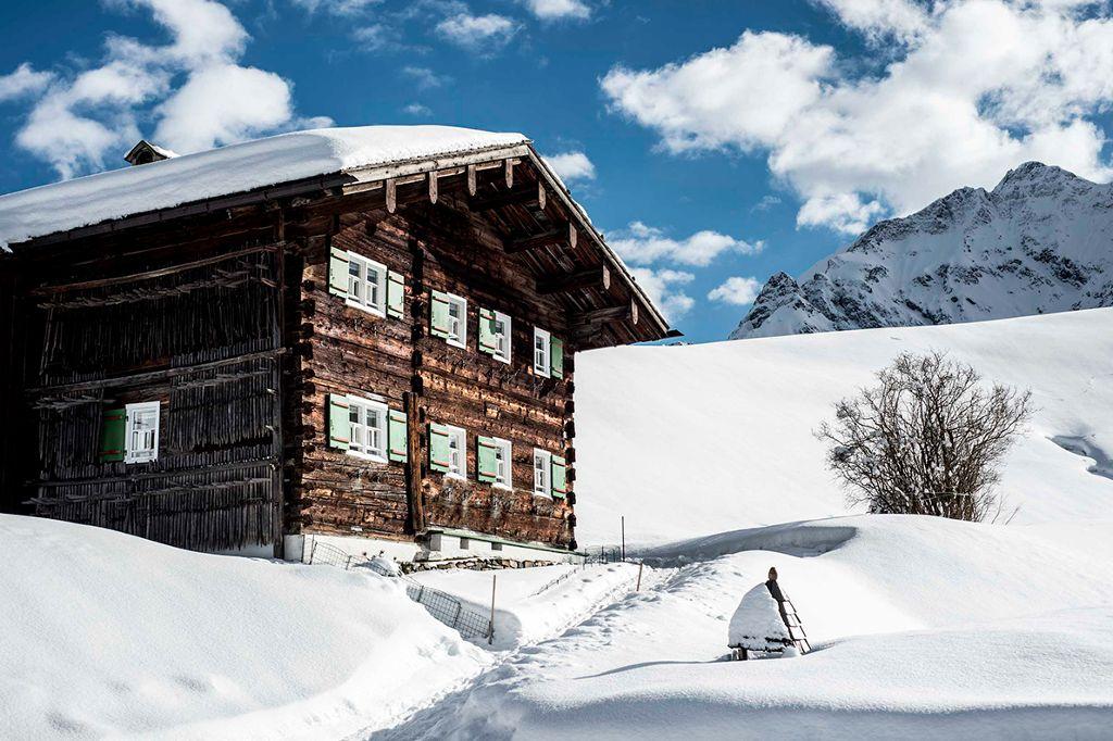 Den Walsern auf der Spur - Winterwanderung auf dem Kulturweg. Foto: Kleinwalsertal Tourismus eGen
