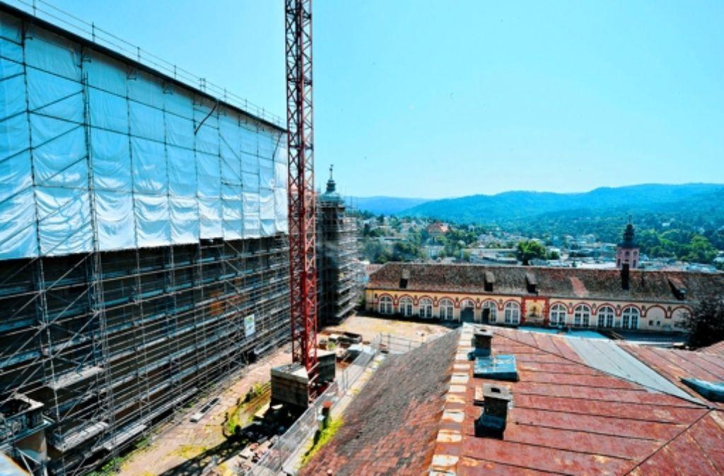Noch haben  im Neuen Schloss in Baden-Baden die Handwerker das Sagen. Die Investorin will das Baudenkmal zum Hotel machen, verlangt aber Änderungen des ursprünglichen Plans. Foto: dpa