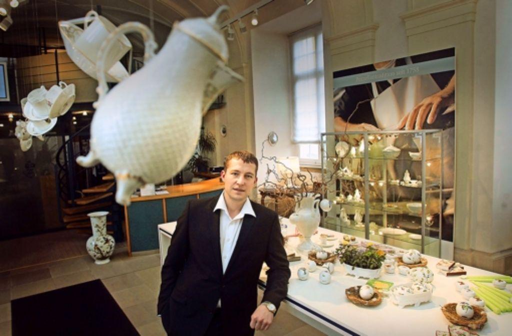 Ein Bild aus besseren Tagen: Ein Bild aus besseren Tagen: Geschäftsführer Maxim Gennel im Jahr 2010 im Laden der Schlossmanufaktur in Ludwigsburg. Foto: FACTUM-WEISE