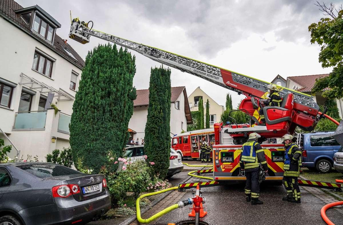 Ein Blitz hat in Weinstadt-Endersbach einen Dachstuhlbrand ausgelöst. Foto: SDMG/SDMG / Kohls