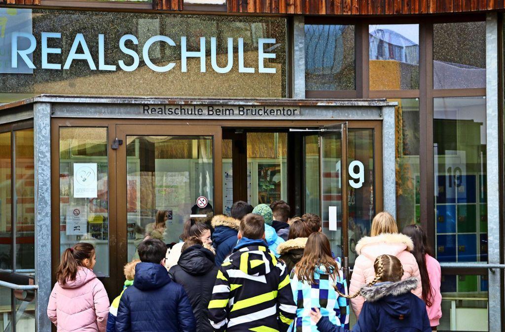 Alle wollen rein – nicht nur in der Realschule Gerlingen nach der großen Pause. Foto: factum/Granville