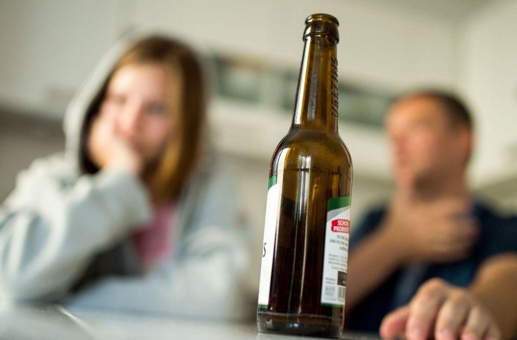 Ob Drogen oder Alkohol: Zur  Sucht kommen bei Abhängige oft private Probleme dazu. Foto: dpa